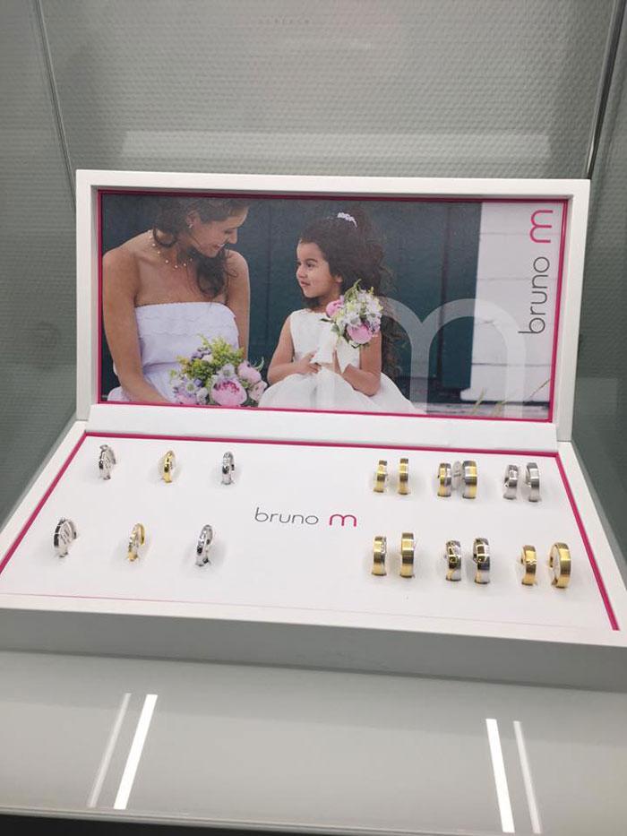 Display von BrunoM Trauringen, Foto: Juwelier Stahl